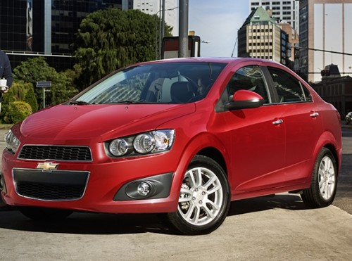 Chevrolet Sonic 2016 sedán frente lateral