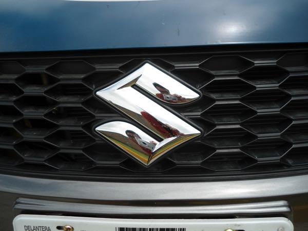 Suzuki Swift Sport logo parrilla