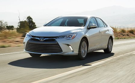 Toyota Camry 2015 frente lateral
