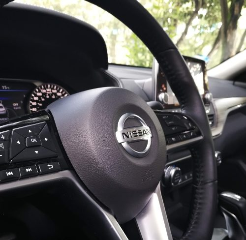 Detalle del volante Nissan Altima 2020