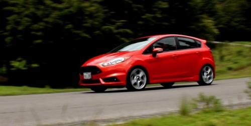 Ford Fiesta 2014 cr frente lateral camino portada