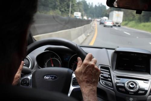Ford Fiesta ST 2014 cr al volante carretera