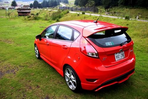 Ford Fiesta ST 2014 cr atrás lateral
