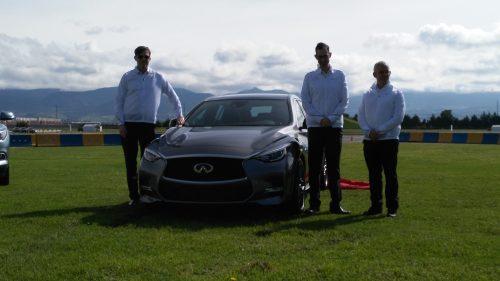 Philipp Heldt, Markus Medina y Herman Morfin develaron la nueva QX30. (Fotos: Jorge A. López).