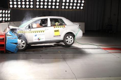Latin NCAP Nissan Tiida 2015