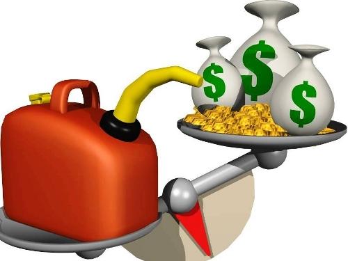 Mujer al volante ahorro de gasolina