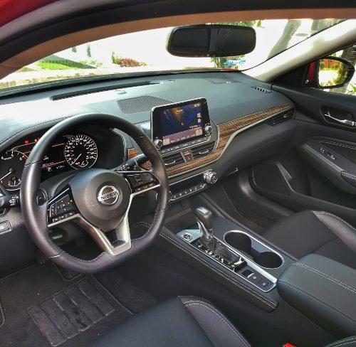 Nissan Altima 2020 cabina