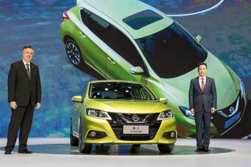 Nissan Tiida 2018 frentee ejecutivos