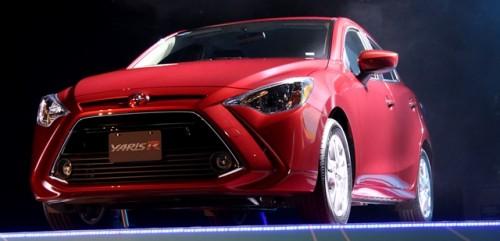 Toyota Yaris R frente lateral