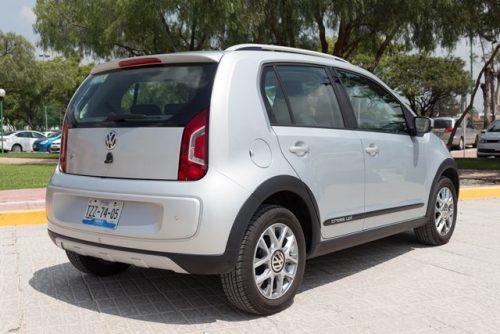 VW Up prueba atrás lateral
