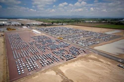 Venta de automóviles patio de resguardo Nissan Ags.