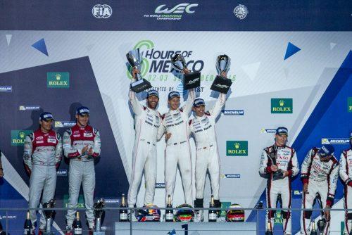 Los vencedores del equipo Porsche , flanqueados por Audi y Toyota Gazoo Racing. Fotos: Enrique Gijón/Al Volante.