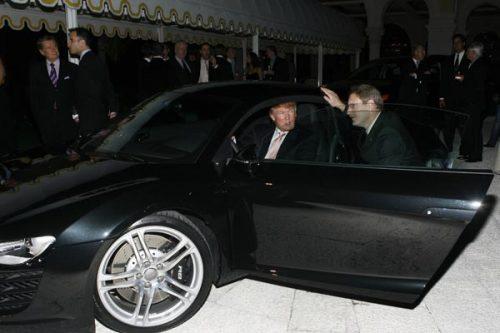 El magnate tiene colección de autos exóticos.